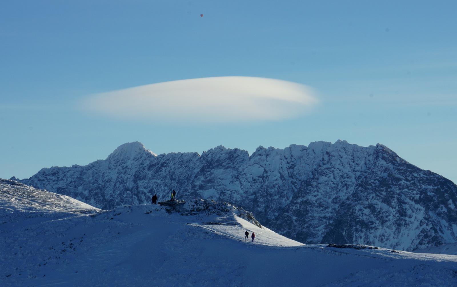 Chmury soczewkowe zwiastują halny...?