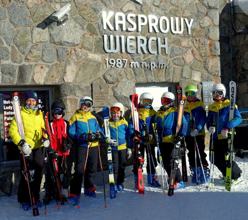 Młodzież z klubu narciarskiego FIRN z Zakopanego - wolna jazda na Kasprowym 17.02.18