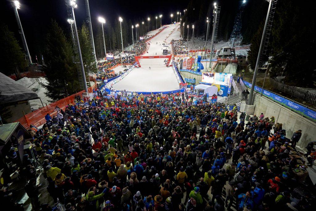 Meta trasy Canalone Miramonti nocnego slalomu Pucharu Świata w Madonna do Campiglio (Zdjęcie: Pentaphoto).