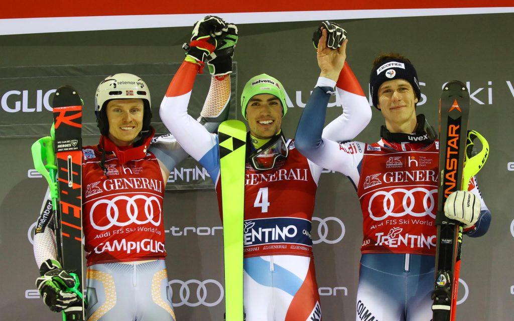 Podium nocnego slalomu 2020 w Madonna di Campiglio (od lewej): Henrik Kristoffersen, Daniel Yule i Clement Noel (Zdjęcie: Pentaphoto);