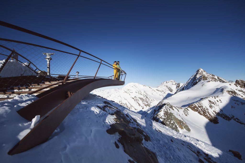 Gipfelplattform-top-of-tyrol-Fernsicht-Stubaier-Gletscher